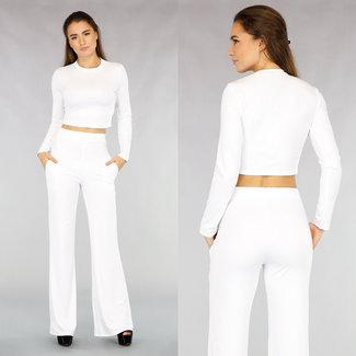 Kurzpulli und weite Hose in Weiß