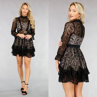 Schwarzes Spitzen-Skater-Kleid mit Plissee