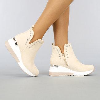 NEW1003 Beige Stiefel mit Keil und Studs