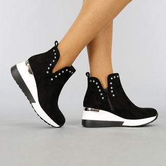 NEW1003 Schwarze Stiefel mit Keil und Studs