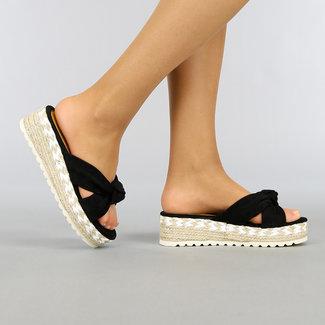 Schwarz-Keil-Sandalen mit Knot
