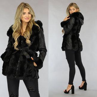 Schwarze Leder-Look Jacke mit schwarzem Fell und Bund
