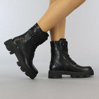 Schwarz-Leder-Blick Ankle Boots mit Nieten