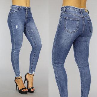 Blue Jeans mit Knöpfen und Rafels