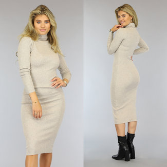 Langes beige Kleid mit Col