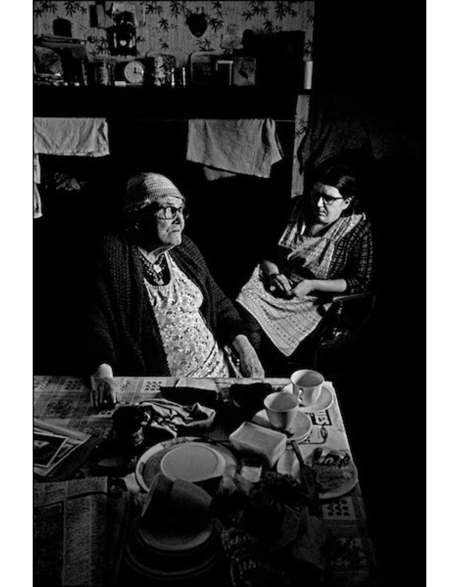 Ian Berry Two Women in the Kitchen, Sunderland. Ian Berry (10)