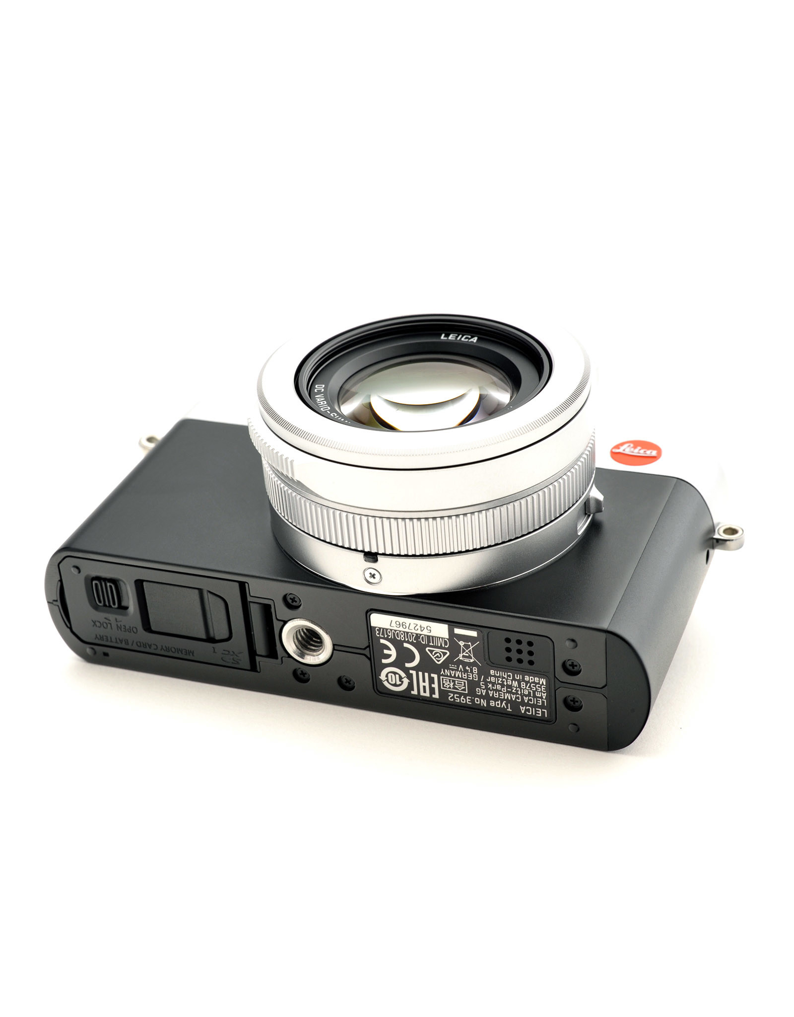 Leica Leica D-Lux 7 Silver Chrome with Leica Black Leather Case    ALC121801