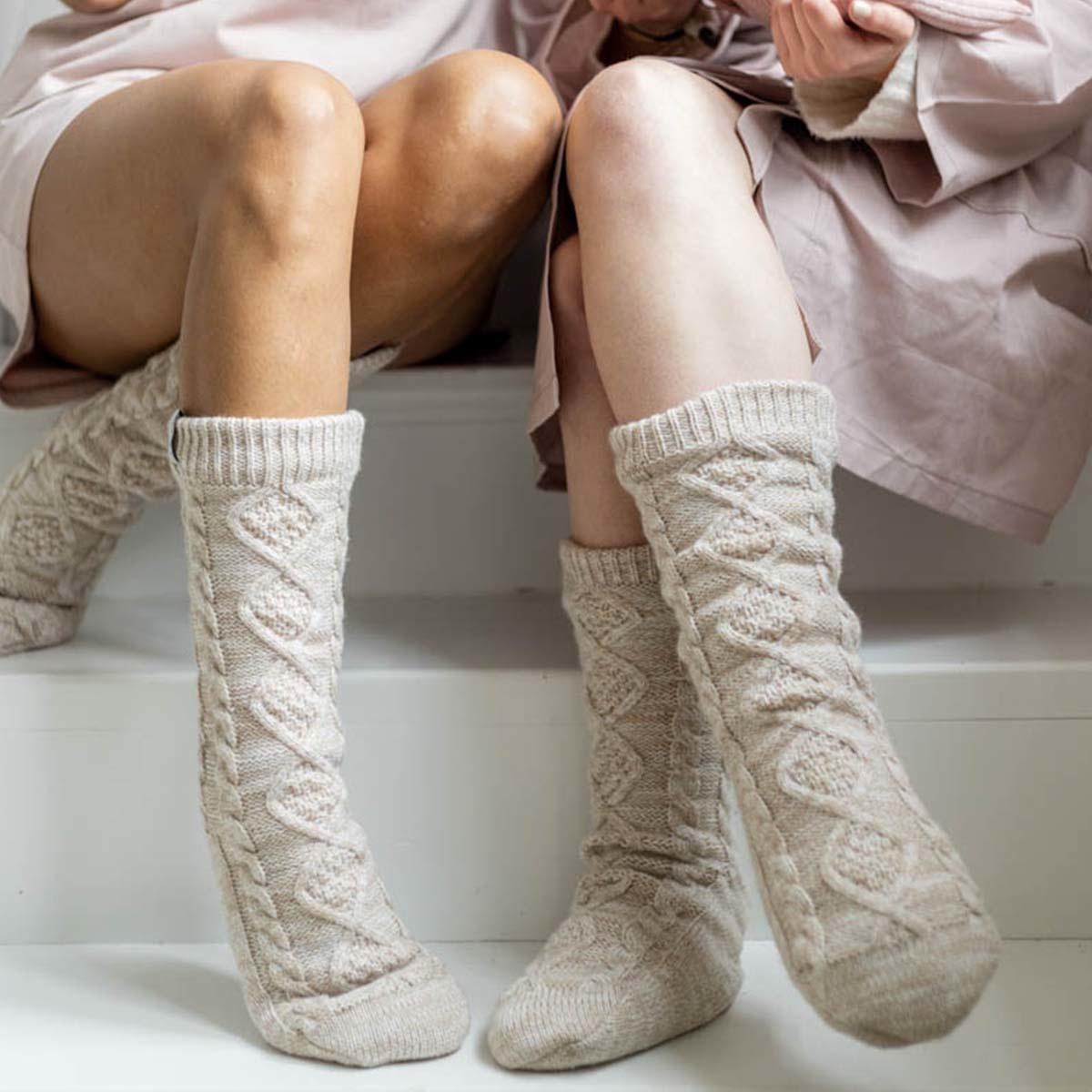 Hoge gebreide sokken/sloffen