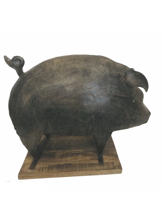 Large iron  pig  (75 cm. x 38 cm. x 60 cm.)