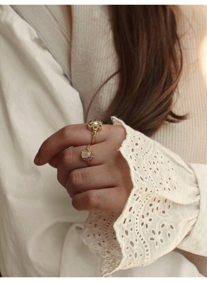 Sleeves Lace + broderie flowers - A la Collection
