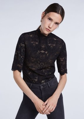 SET FASHION Feminine shirt made of stretch lace