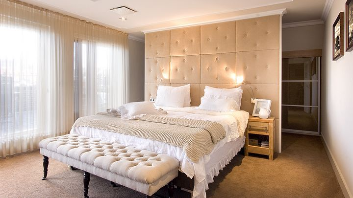 Een kijkje in de slaapkamers van bekende Nederlanders