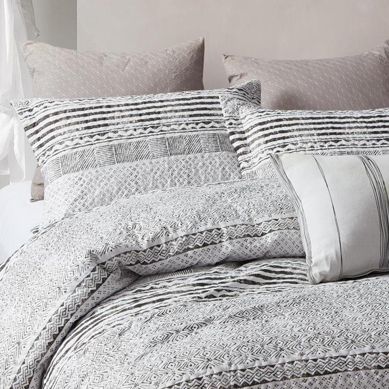 DreamHouse Bedding Bedsprei Elegant Stripe 180 x 250 cm