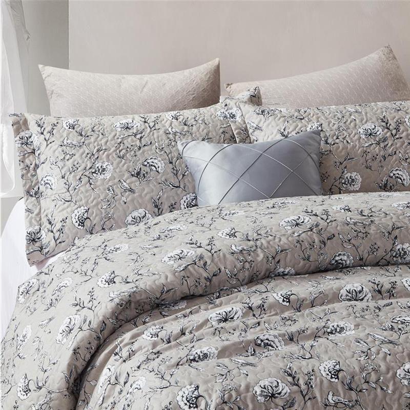 DreamHouse Bedding Bedsprei Classic Flower 180 x 250 cm