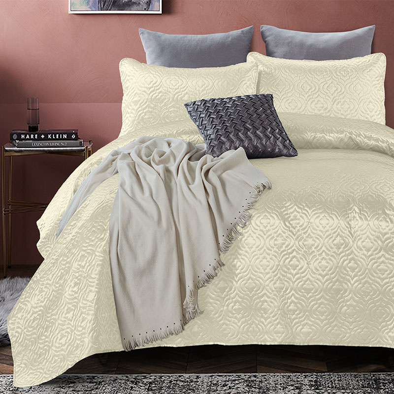 DreamHouse Bedding Bedsprei - Satin Orlando - Creme 180 x 250 + 1 kussensloop