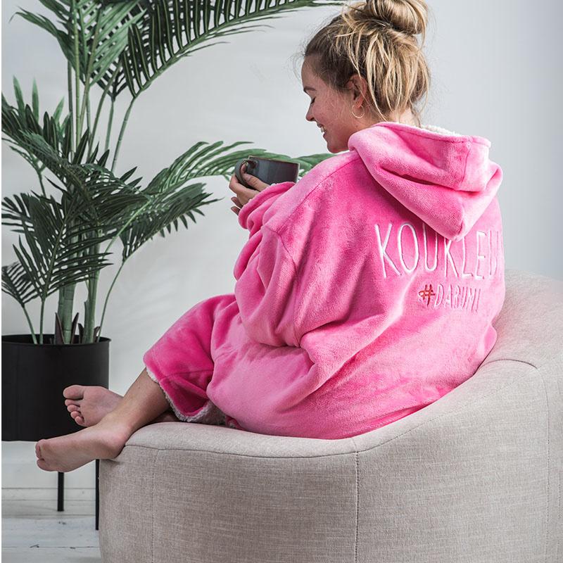 #DARUM! - Knuffeltrui - Koukleum Roze #DARUM! Effen, Tekst - Ga naar Dekbed-Discounter.nl & Profitee