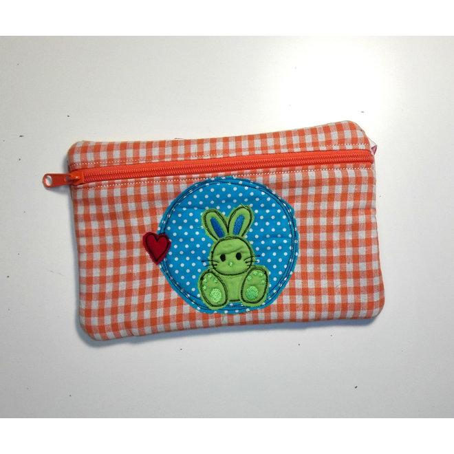 handmade pennenzak konijntje