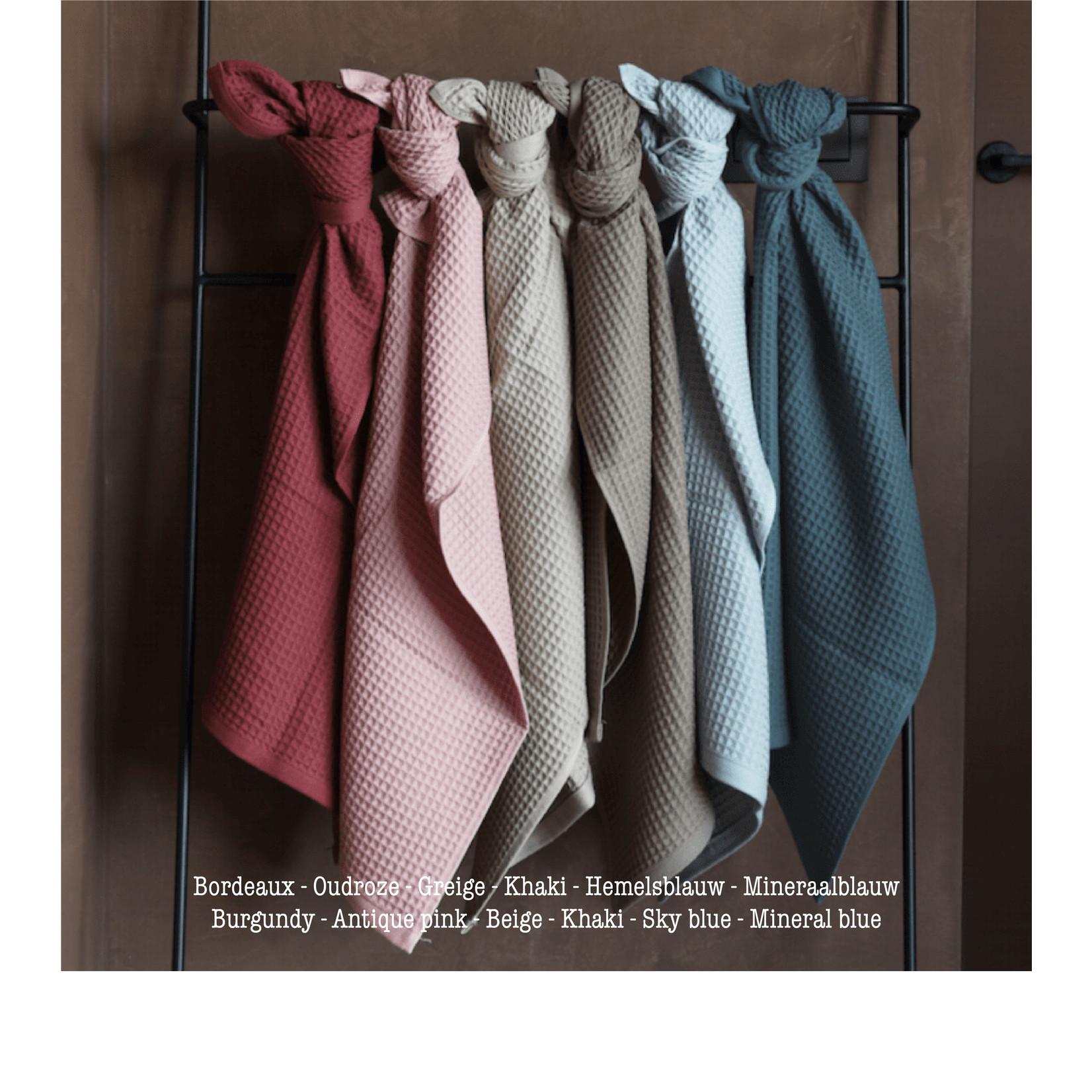 jules Clarysse Wafelstof handdoek met bloemenmonogram