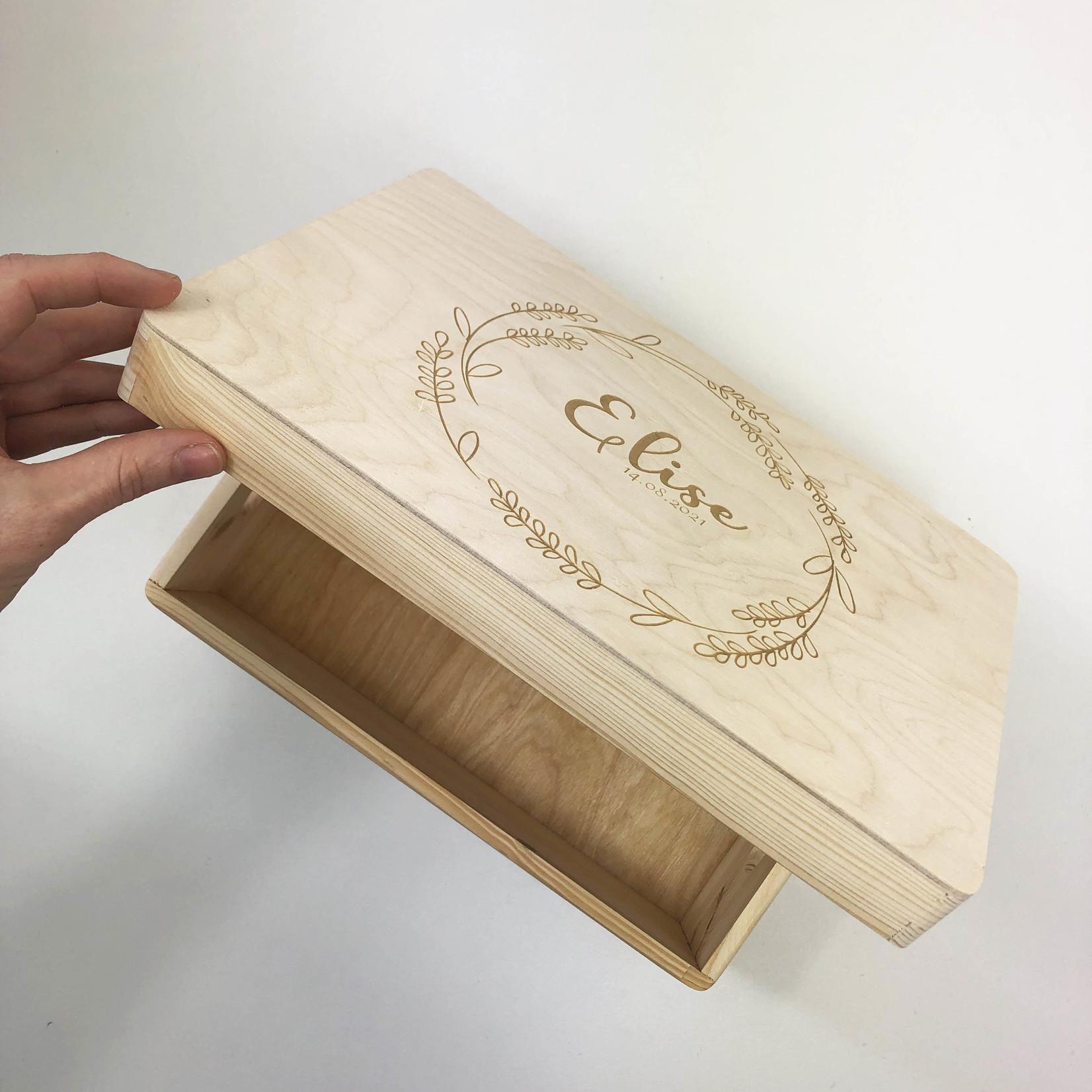 La Vie Divine Houten kist met klepdeksel gegraveerd