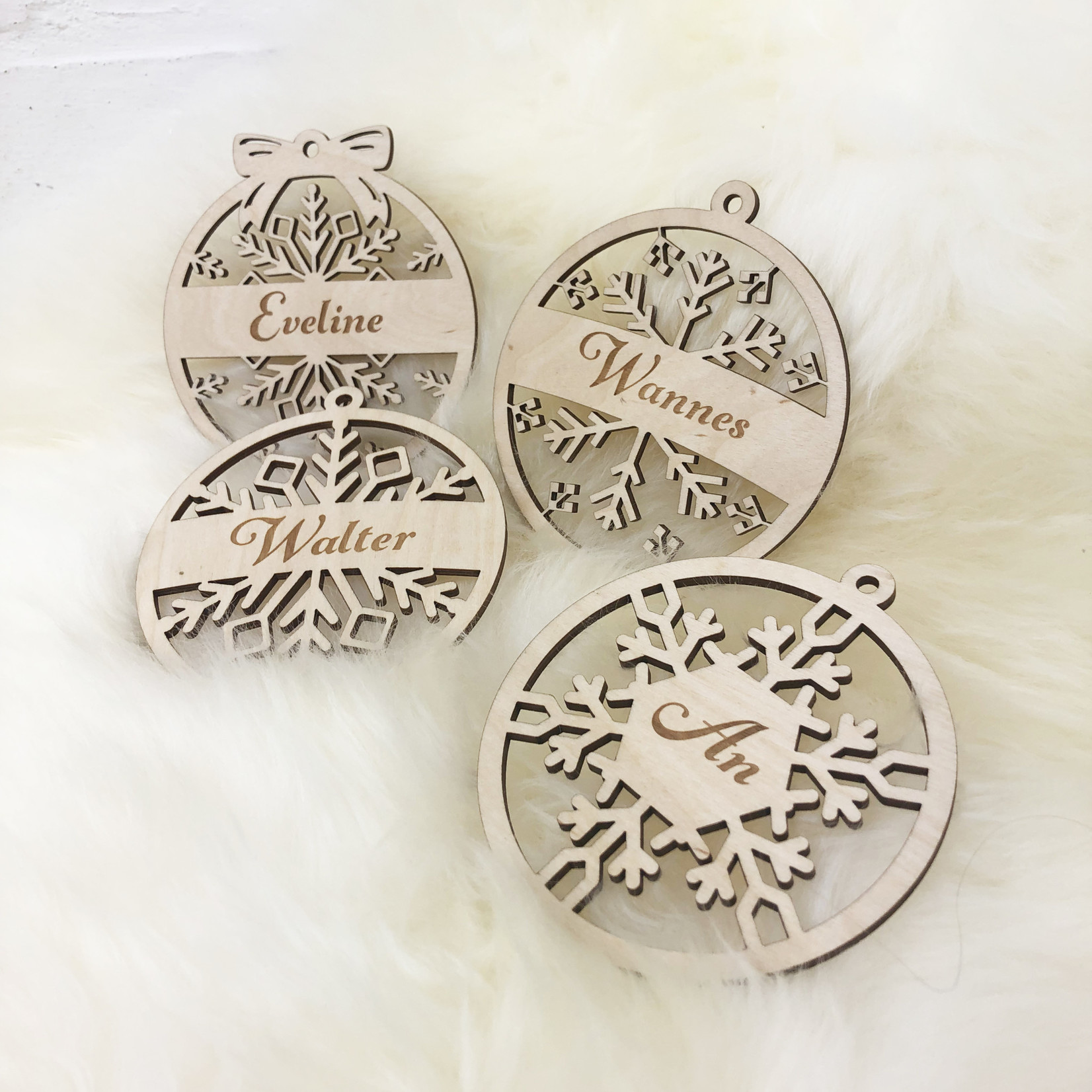 SET van 4 Gegraveerde houten kerstballen sneeuwvlok