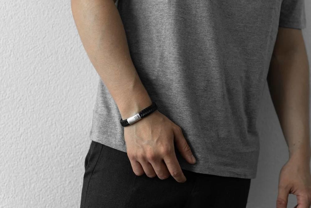 AZE jewels Twisted Wave Black