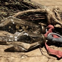 Armeluis Nepalese glazen pegels