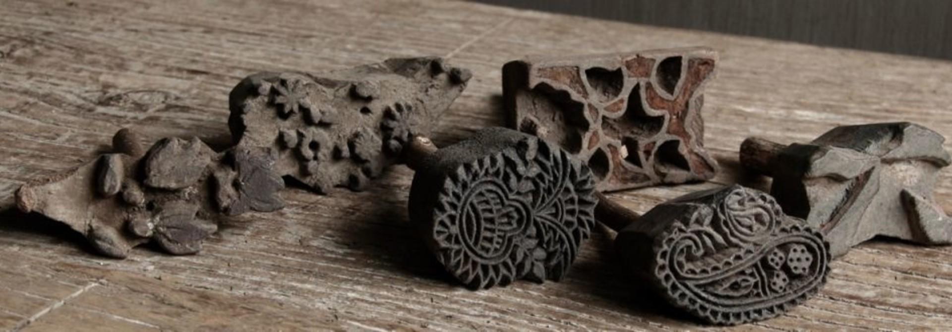Sortiment von kleinen alten Batik-Briefmarken