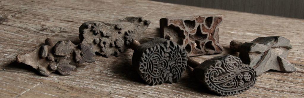Sortiment von kleinen alten Batik-Briefmarken-1
