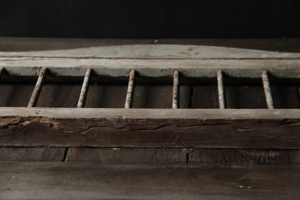 Oud Indisch houten  Raam met ijzeren spijlen-3