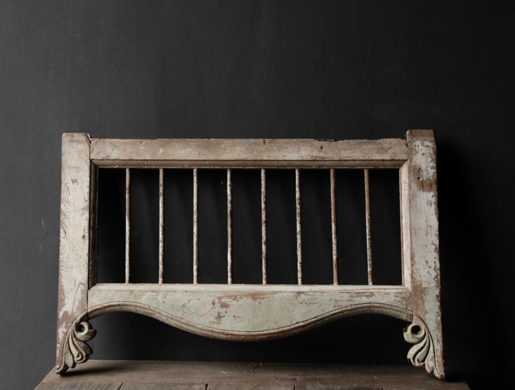 Oud Indisch houten  Raam met ijzeren spijlen-6