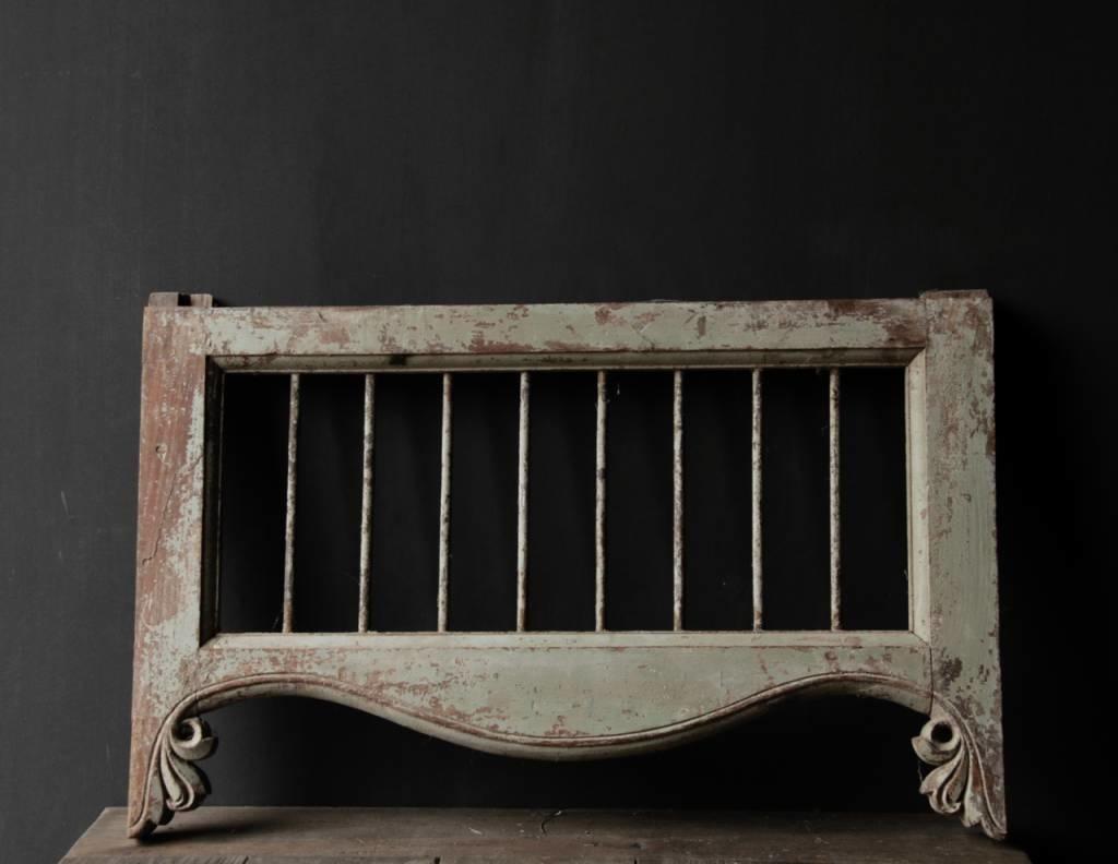 Oud Indisch houten  Raam met ijzeren spijlen-7