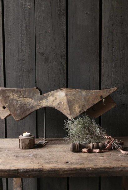 Prachtig houten ornament op stalen voet