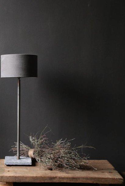Stoere tafellamp met stenen  voet  Aura Peeperkorn