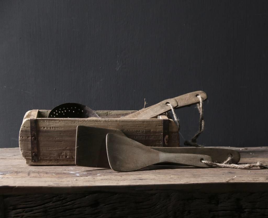 Set a twee vergrijsde houten Pollepels-1
