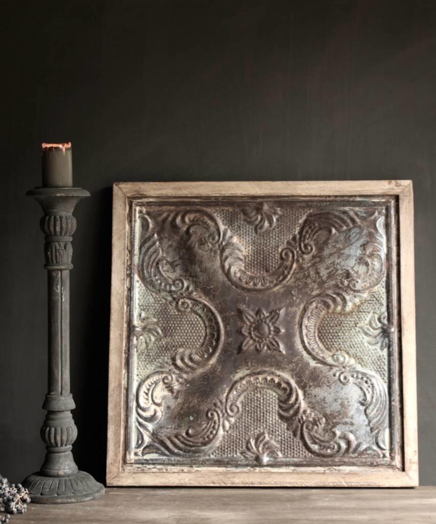Schöne alte Deckenplatte in Holzrahmen gerahmt-1