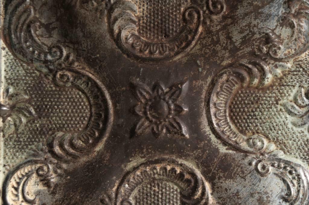 Schöne alte Deckenplatte in Holzrahmen gerahmt-3