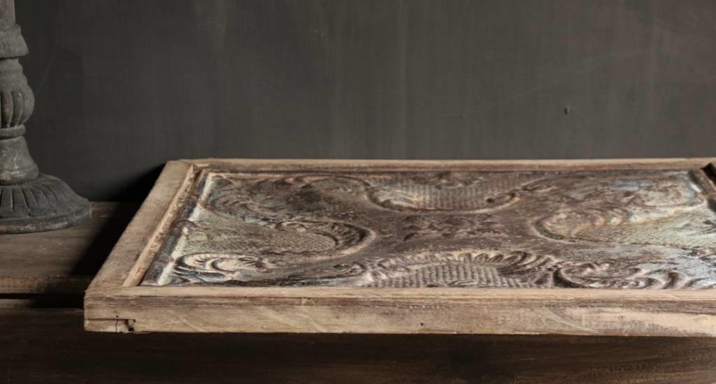 Schöne alte Deckenplatte in Holzrahmen gerahmt-5