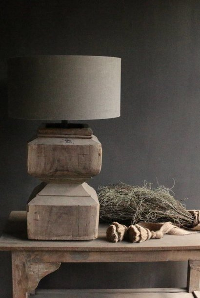 Wooden baluster lamp