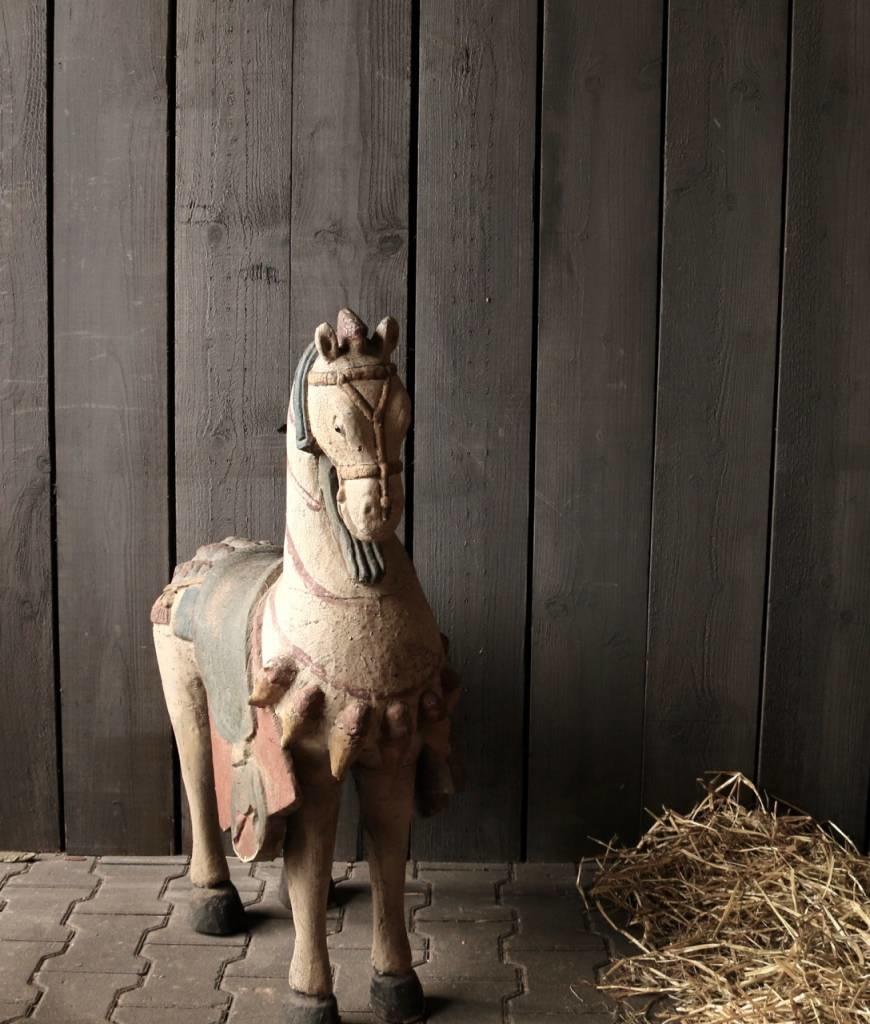 Groot houten paard in vergrijsde kleuren-1