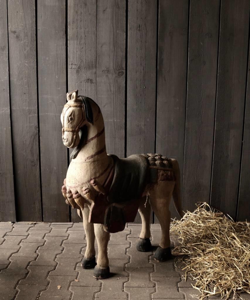 Groot houten paard in vergrijsde kleuren-2