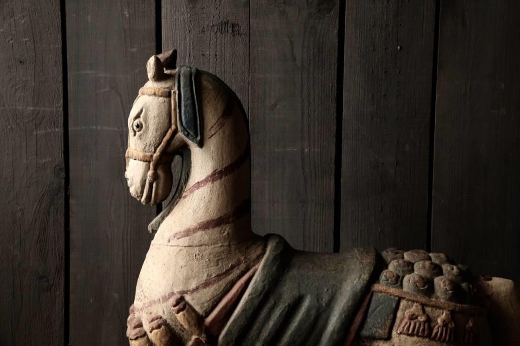 Groot houten paard in vergrijsde kleuren-5