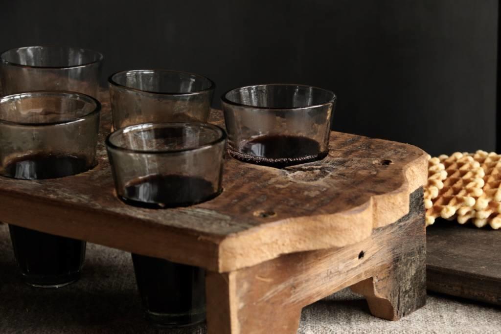 Holztablett mit sechs kleinen Gläsern-4