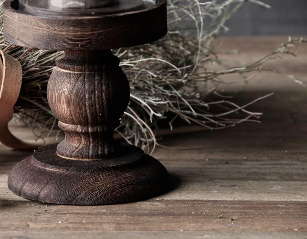 Schattig klein stolpje op bruin houten hoog voetje-2