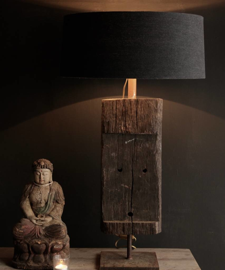 Starke Tischlampe aus altem Holz auf Eisenbasis-1