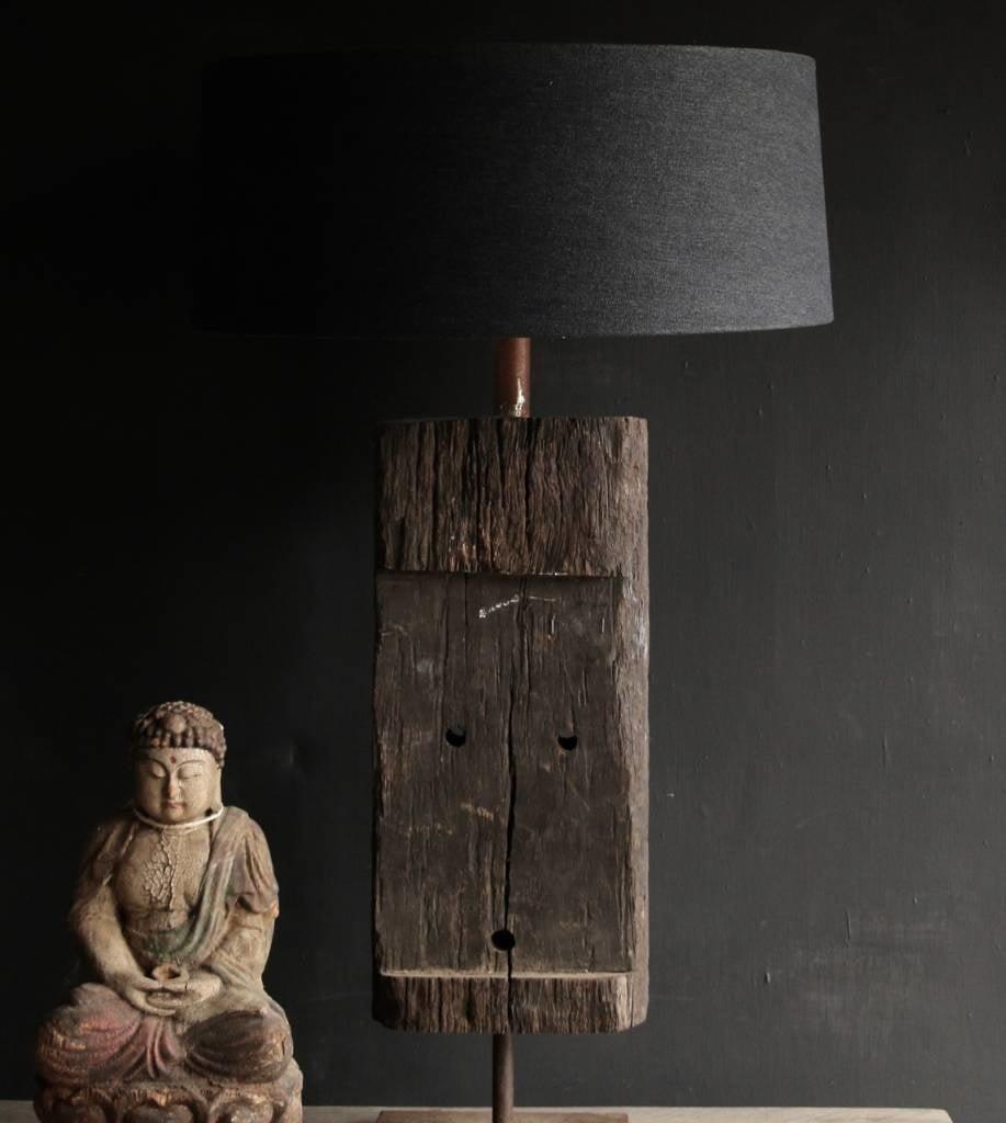 Starke Tischlampe aus altem Holz auf Eisenbasis-4