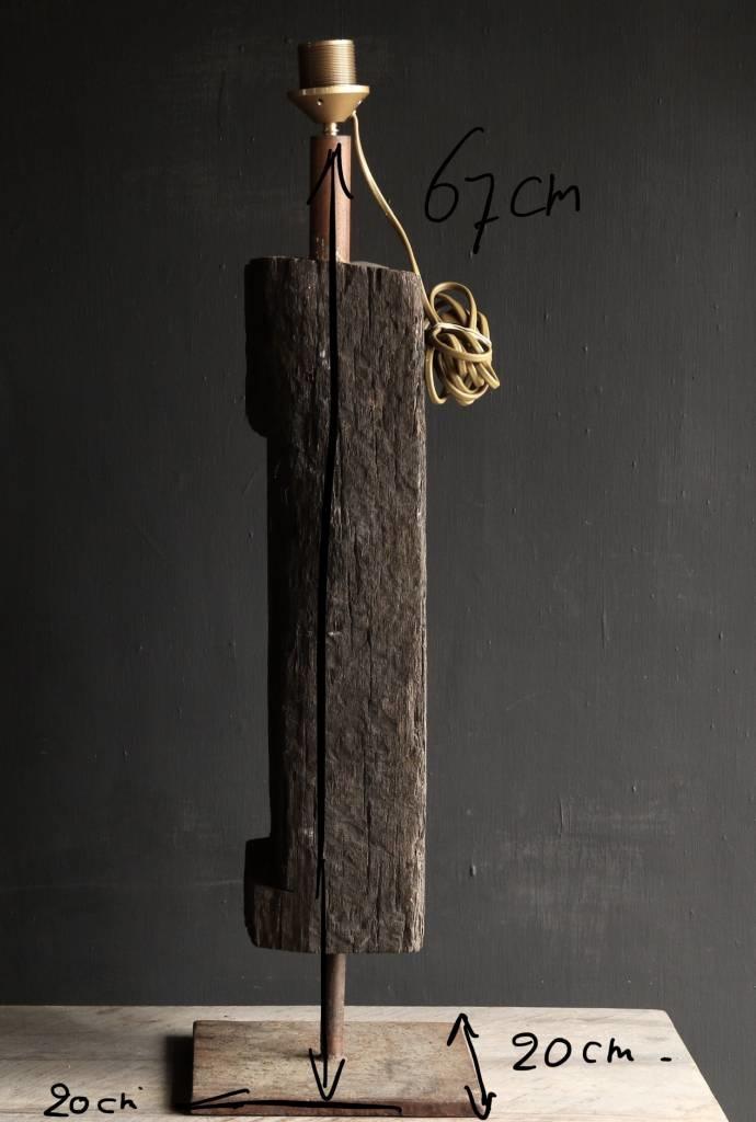 Starke Tischlampe aus altem Holz auf Eisenbasis-7