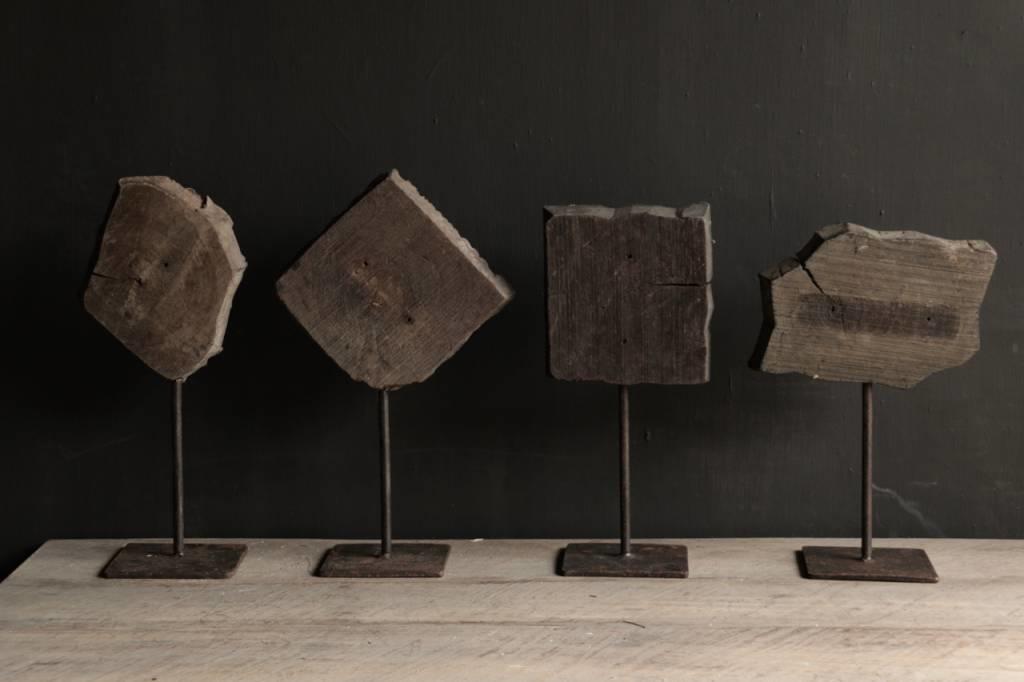 Hölzerner Batikstempel auf einem Eisenfuß-2