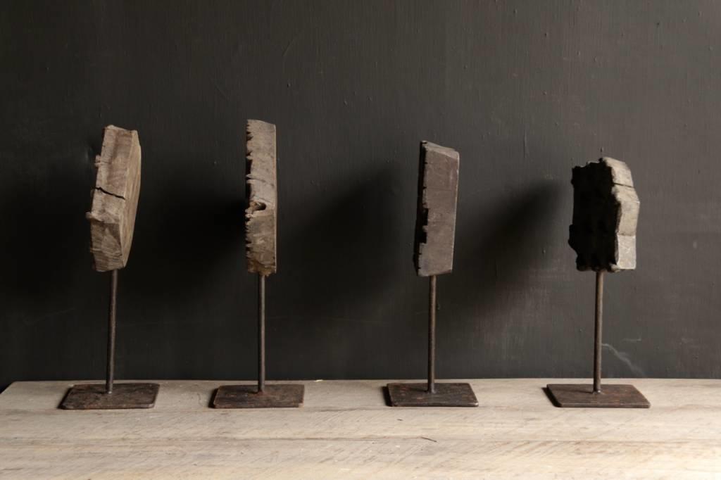 Hölzerner Batikstempel auf einem Eisenfuß-5