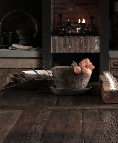 Netty de Groothandel Grote eetkamer tafel met donker driftwood blad en ijzeren onderstel