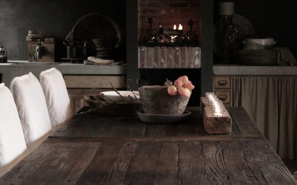 Grote eetkamer tafel met donker driftwood blad en ijzeren onderstel-2